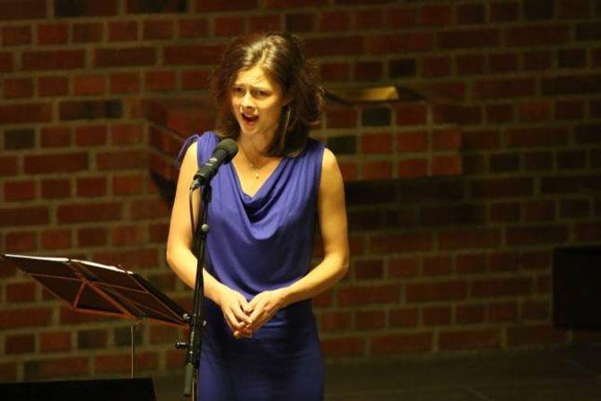 HEILE KROPPEN: Det er ikkje tvil om at Helga Farestveit brukar heile kroppen når ho syng opera.