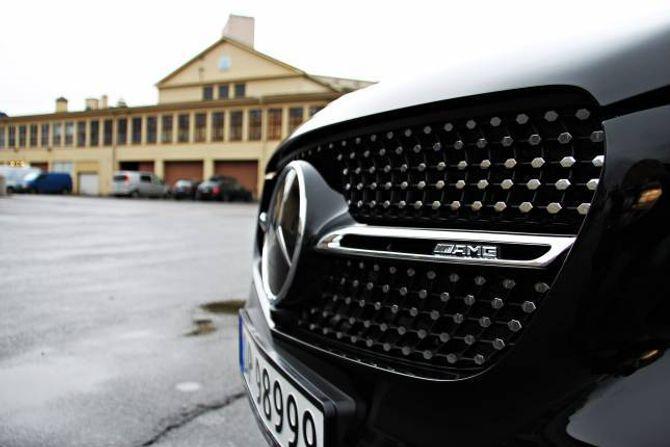 DIAMANTAR: Bilen har ein ekstra jålete grill med diamantdesign.
