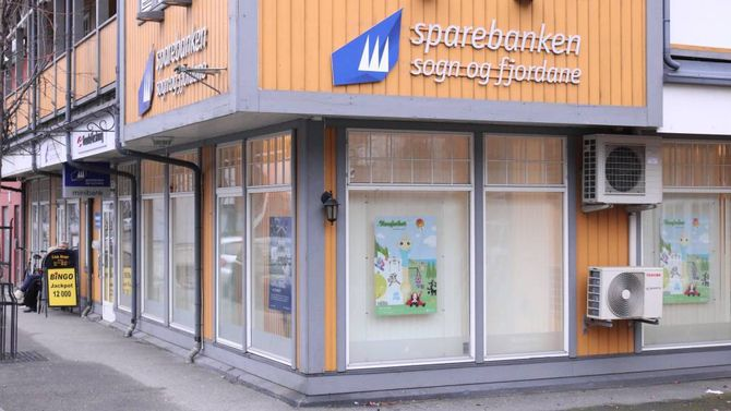 LOKALKONTOR: Sparebanken Sogn og Fjordane skal redusere tal kontor, men kan førebels ikkje seie kor mange og kvar. Dei har kontor i mellom anna Årdal og Sogndal.