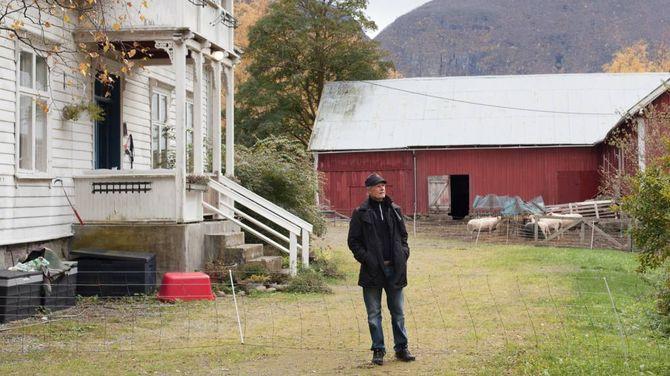 Landskap frå Lærdal går igjen i Jens Hauge sine bilete. Han meiner alt ikkje treng innom hovudet for å bety noko.