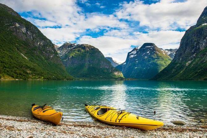 MILJØVENLEG: Kristian Jørgensen i Fjord Norge meiner det er viktig å satse på eit miljøvennleg og berekraftig reiseliv, og at dette er noko turistar blir meir og meir opptekne av. Biletet er frå Loenvatnet i Stryn kommune.