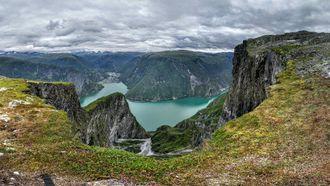 POPULÆR NATUR: Åtte av ti turistar kjem til Vestlandet for å oppleve den spektakulære naturen, her representert med utsikta frå Bøttejuvet i Årdal.