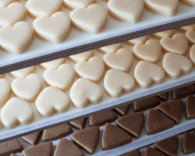 Sognefjord Sjokolade lagar det meste for hand, dei satsar på kvalitet framfor kvantitet.