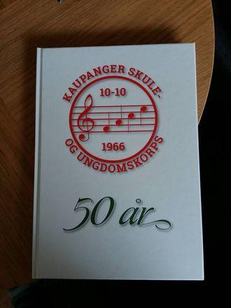 BOK: Korpset har i samband med 50-årsjubileumet sitt gitt ut bok om historia si. Privat foto