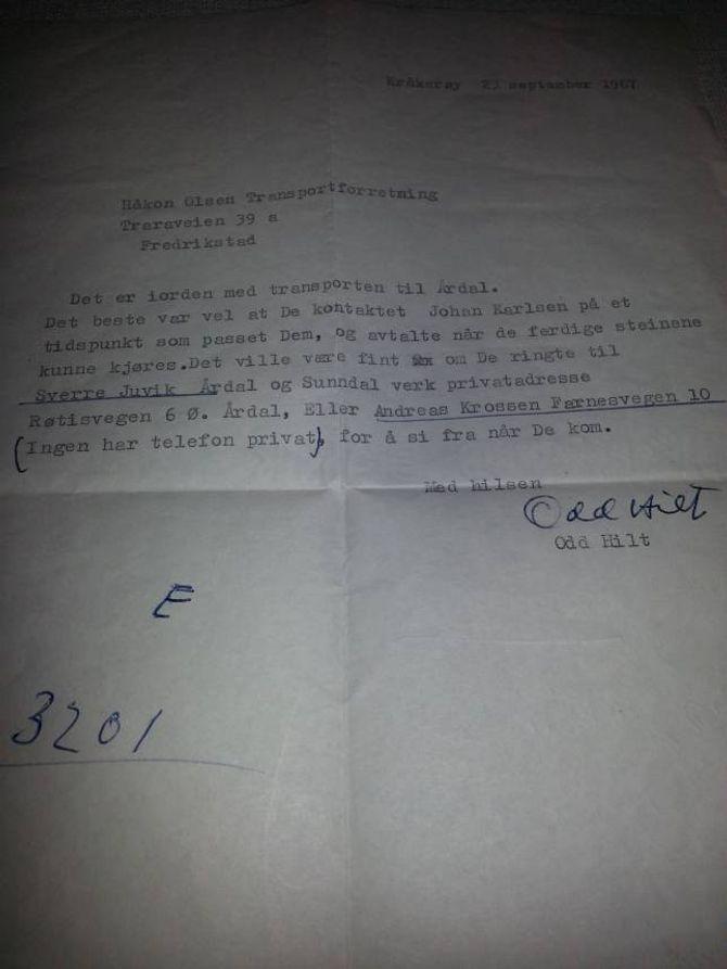 INGEN PRIVATTELEFON: I dette brevet frå kunstnaren Odd Hilt til Håkon Olsen les ein at det måtte planleggjast litt meir møysommeleg enn i dag når ein skulle få kontakt med folk på andre sida av landet. Privat foto