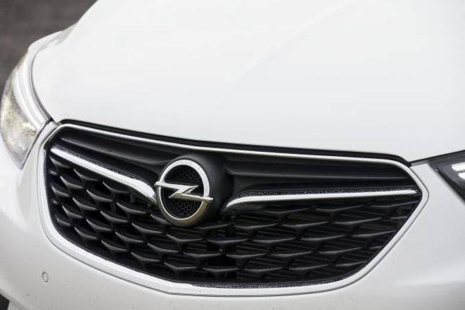 GRILL: Opel Mokka X har fått ei lita utvendig oppgradering, med blant anna ein ny grill.