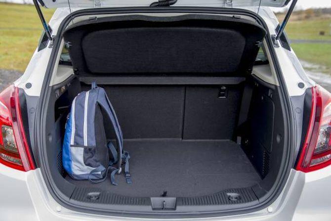 GREI PLASS: Bagasjerommet skal ta 356 liter, men det er verdt å merke seg at det har reservehjul.