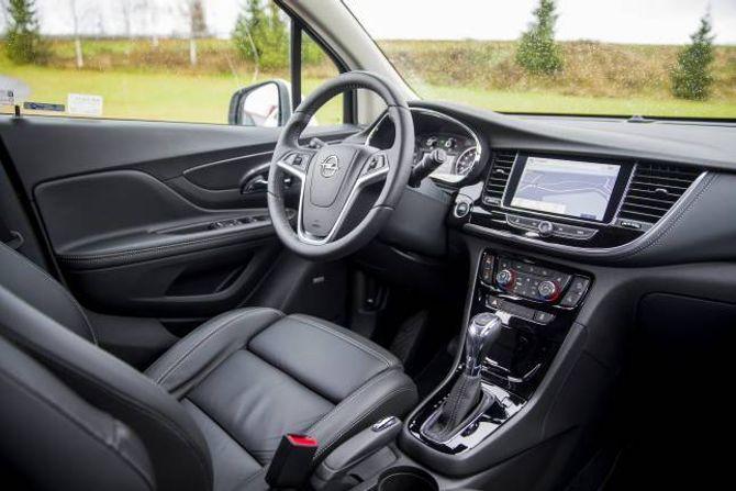 INTERIØR: Opel byr på eit ryddig interiør og eit svært høgt utstyrsnivå. Seta i bilar med premium-pakke er svært gode.