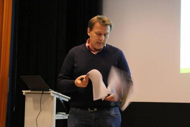 PLANAR OG PROSJEKT: Jan Petter Vadheim fortalde om moglegheitsstudiet som var gjort for Håbakken, og om dei konkrete prosjekta som ligg på bordet.