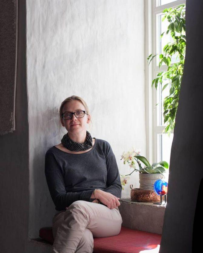 Det er viktig for Simone Stibbe at arbeidet med forlaget er lystbetont. I kjellaren på Gamlehotellet finn ein Café Herman kor forlaget har hatt fleire arrangement.