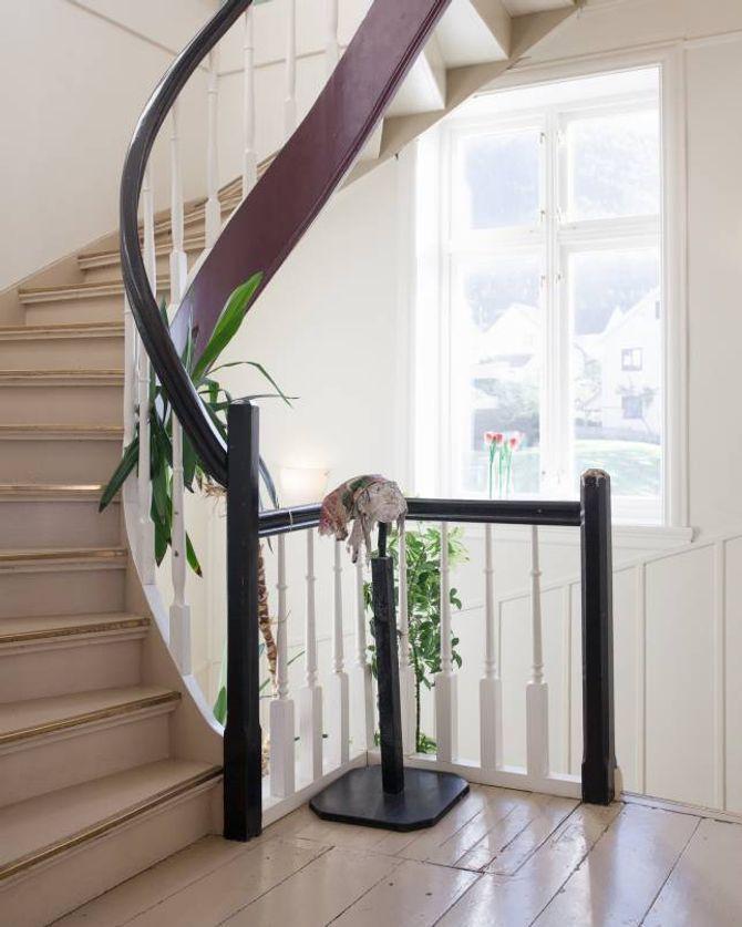 SKALD held til på Gamlehotellet i Leikanger, kor dei deler lokale med både ingeniørar og kreative.