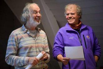 HISTORIETIME: Tom Dybwad og Arne Lerum har begge leia Sogndal turlag tidlegare. På årsmøtet denne veka fortalte dei om historia til organisasjonen.
