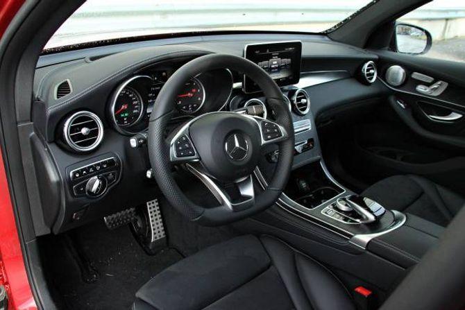 STANDARD: Interiøret er i typisk Mercedes-Benz. God kvalitet, men ikkje så moderne som det ein finn i til dømes E-klassen.