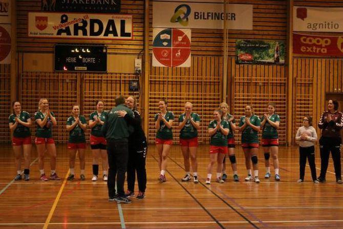 JOTUN/ÅTILS BESTE: Målvakt Ann Iren Hunderi vart kåra til den beste spelaren i kampen mot Vik.