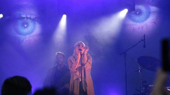 HEKTISK ÅR: 2016 har kanskje vore det mest hektiske året i Eva Weel Skram si artistkarriere med rundt hundre spelte konsertar. Her frå då ho stod på scena under årets Målrock.
