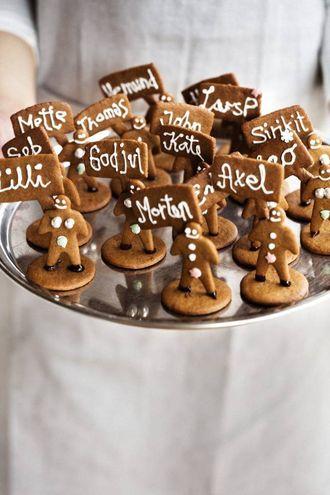 NAMNESKILT:Skal du ha bursdag eller juleselskap? Namneskilt av peparkake gjev ein artig vri til gjestene.