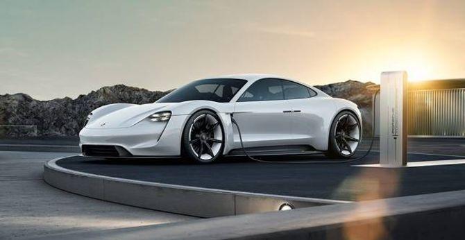 MISSION E: Porsche seier dei skal byggje opp eit eige anlegg rundt den komande elbilen Mission E. Investeringane skal vere på nær 10 milliardar kroner.