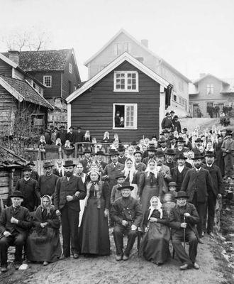 BRA OPPMØTE:Bryllaupet til Lars Eide and Gjertrud Leite i Sogndal trakk mykje folk.