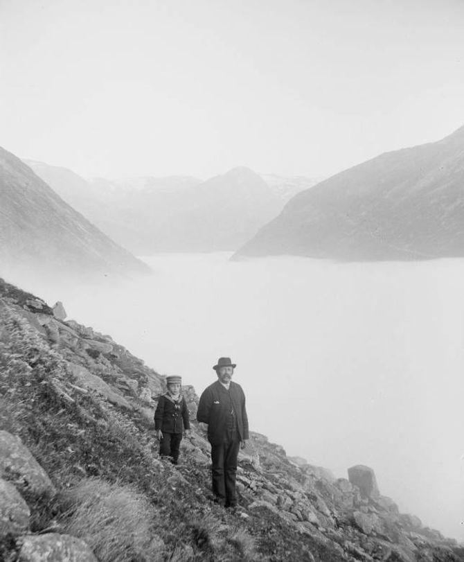 FAR OG SON:Tøger L. Kronen (1843-1909) og sonen Tøger Kronen (1891-1969) i Jostedalen.