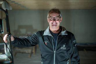 BREITT GLIS: Leiar Olav Skarsbø i Leikanger skyttarlag ser fram til opninga av det nye skyttarhuset neste haust.