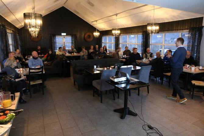 FRUKOSTMØTE: Næringslivsfolk i Lærdal på det siste frukostmøtet i regi av LNU for året.