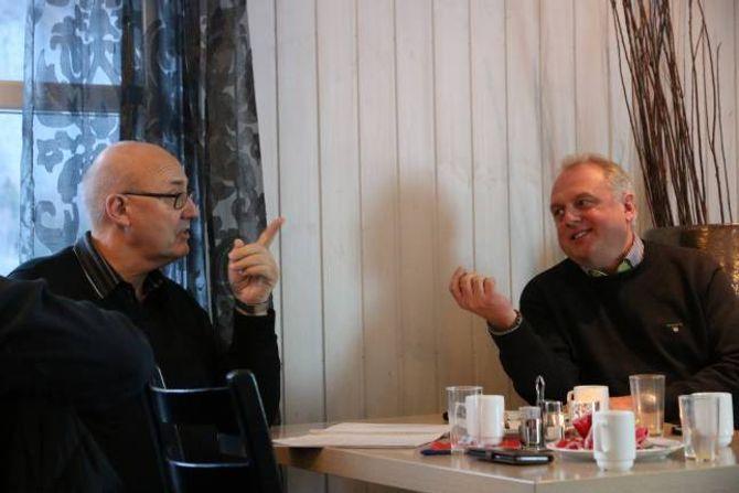 REAGERTE: Lars Petter Nesse, prosjektleiar i Simas, meinte formuleringa om kva veksten i næringslivet skal basera seg på var for snever. Her i diskusjon med ordførar Jan Geir Solheim.