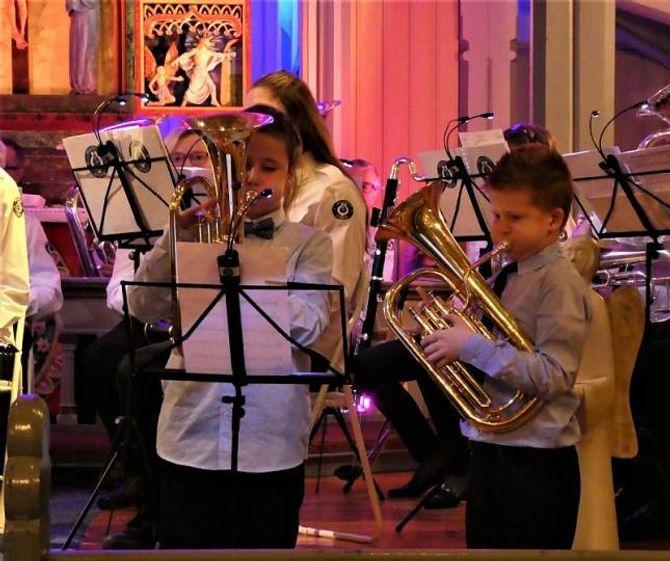 KORPS: Unge baritonistar i aksjon.