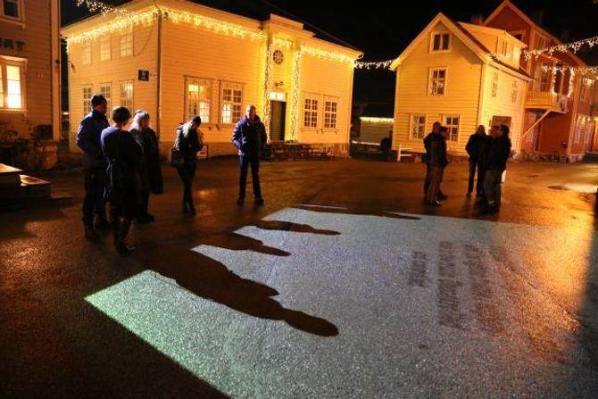 LYS: Korleis kreativ bruk av lys kan gjera eit sentrum meir livleg illustrer denne installasjonen under Vinterutstillinga på gamle Lærdalsøyri.