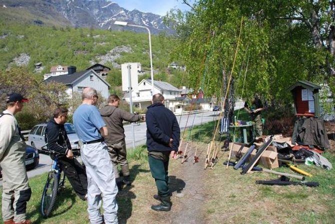 KURS: Det er vanleg at foreninga arrangerer kurs både innanfor jakt og fiske kvart år. Då kjem det ekspertar for å demonstrere utstyr eller teknikk som medlemmane kan lære av.
