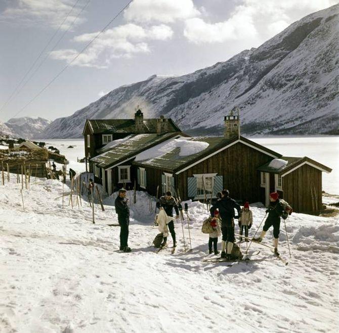 Historisk bilete frå Gjendesbu i Jotunheimen påska 1963.