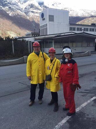 LÆRINGSKURVE: Malkenes og Opheim besøkte teknologisenteret for å lære meir om norsk industri. Læringskurva er bratt, men noko partiet må ta, seier dei.
