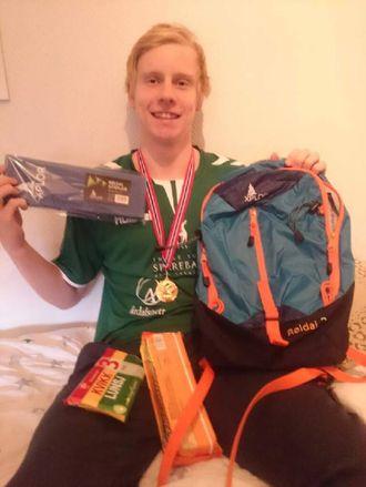 BESTEMANNSPRIS: Simon Lidal tok 1. plassen på 50 meter fri og fekk bestemannsprisen i sin klasse.