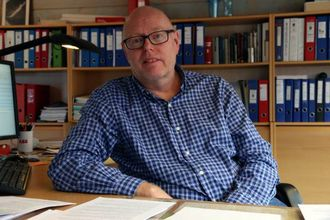 FORSTÅR SINNET: Jørgen Luggenes i Årdal Energi forstår at folk reagerer på at dei må betale for infrastruktur som kjem heile landet til gode.