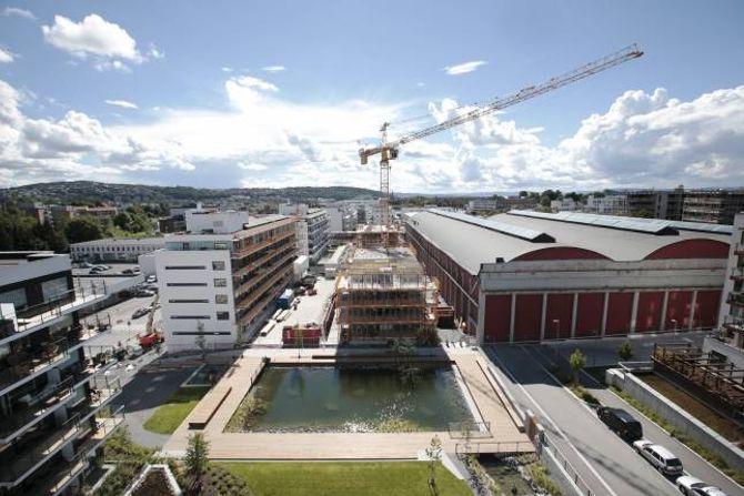 BYGGING: Det blir bygd mange bustader i Oslo, som her på Ensjø. Men det blir førebels ikkje bygd mange nok bustader til å dekke etterspørselen, ifølgje Terje Halvorsen i DNB Eiendom.
