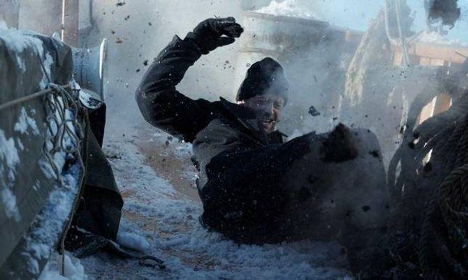 HOVUDROLLA:Thomas «Fingern» Gullestadsom Jan Baalsrud i ein av dei mange actionfylte scenene.