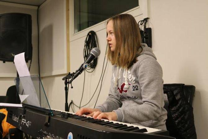 SPENT: Matilde Dvergedal og dei andre i M.A.S er spente før onsdagens Påskerock-debut.