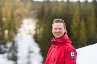 –NYT PÅSKEFJELLET: Kjetil Hilleren i Sogndal Røde Kors hjelpekorps oppmodar folk til å kose seg i påskefjellet.
