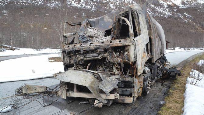 UTBRENT: Slik ser feiebilen ut etter at han tok fyr inni tunnelen måndag kveld.