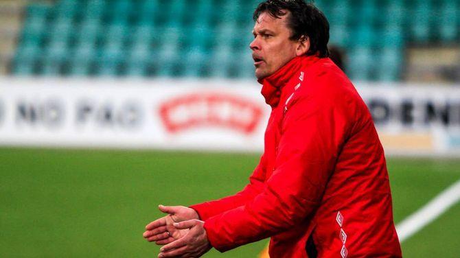 IVRIG: Trenar Håvard Hatle gir instruks til laget
