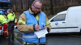 UTSTYR: Gaute Johnsgaard seier han ønskjer seg utstyr som gjer at brannvesenet kan sløkke i høgda.