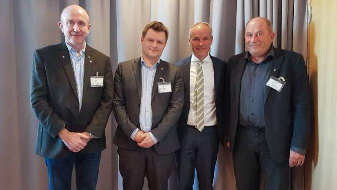 KRAV: Eit betra rutetilbod er berre eitt av fleire krav ordførarane har stilt til kommunalminister Jan Tore Sanner.