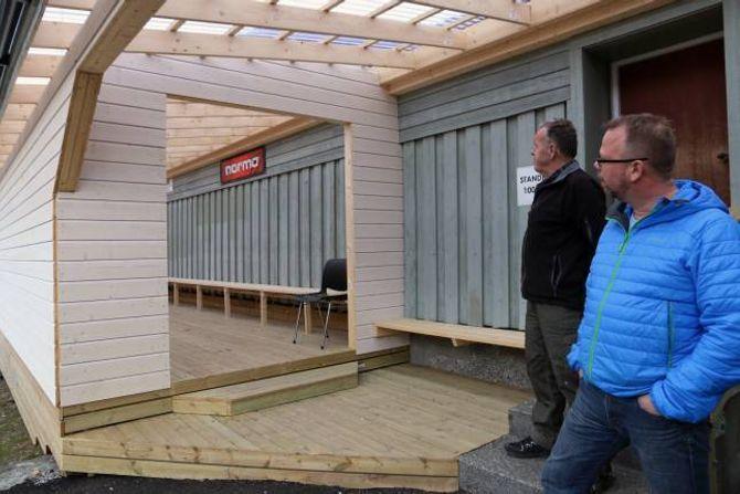 BETRE FASILITETAR: Pensjonistane har laga eit utbygg der skyttarane kan skifte.