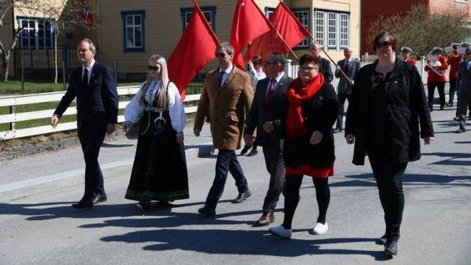 FREMST I TOGET: Nestleiaren gjekk fremst i toget saman med Nils Petter Støyva, Wegard Harsvik, Arild Ingar Lægreid, Siv Aspeseter og Hege Therese Olsen.