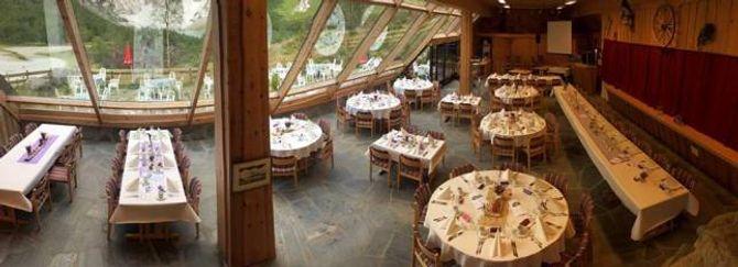 100 PLASSAR: Restauranten pynta til fest med kapasitet på 100.