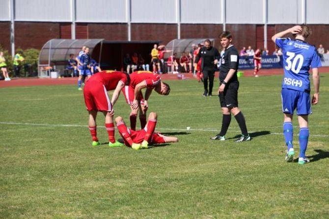 SMELL: Andreas Natvik ligg nede med hovudskade og blei bytta ut.