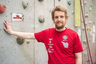 INITIATIVTAKAR: Morten Andrè Tryti i Sogndal klatreklubb seier han gjerne ser at klatreprøvedagen etter kvart utviklar seg til eit fast tilbod.