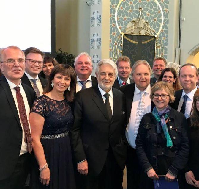 Den norske delegasjonen i Finland saman med presidenten i Europa Nostra, Placido Domingo.