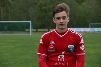 NYTER TILLIT: Unge Laberg nyter mykje tillit i Årdal denne sesongen og har svart med tre mål på tre kampar.