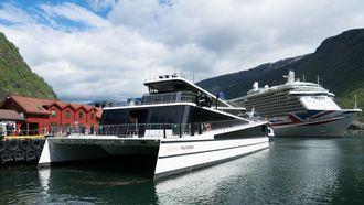 Katamaranen Vision of the Fjords er hybrid og går mellom Flåm og Gudvangen. Den seiler utslippsfritt med 400 turister om bord inn Nærøyfjorden. I år kommer Future of the Fjords som er 100 % batteridrevet.