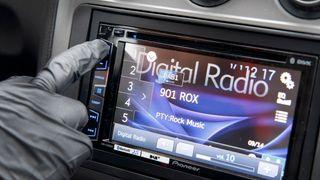 Over to millioner kjøretøyer har bare FM: Slik gjør du bilen din klar for DAB